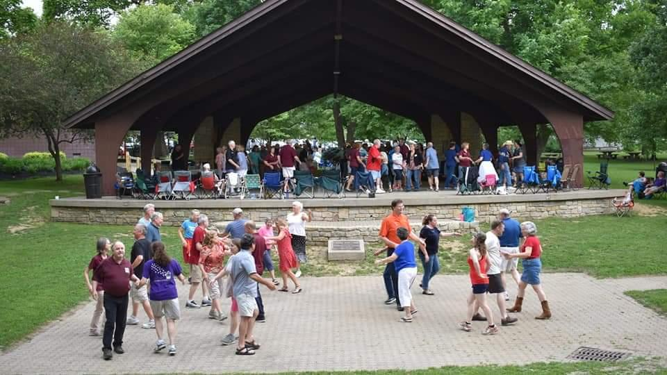 2019 Frontier Squares Picnic Dancing